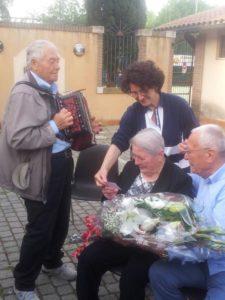 Gruppo di Preghiera di Padre Pio in Festa per Gemma 9mag16 (21)